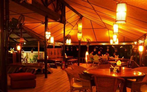 Restoran või mõni muu söögikoht majutusasutuses Amber Sands Beach Resort