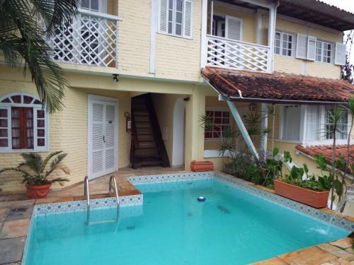 A piscina localizada em Apartment Buzios Home ou nos arredores