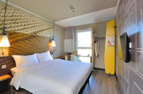 A bed or beds in a room at Ibis Muenchen City Ost