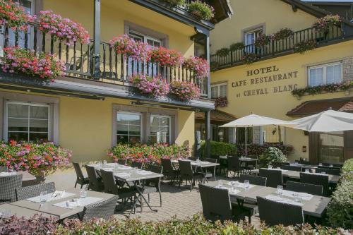 Ein Restaurant oder anderes Speiselokal in der Unterkunft Best Western Plus Au cheval Blanc à Mulhouse
