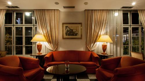 A seating area at Hotel Metropole