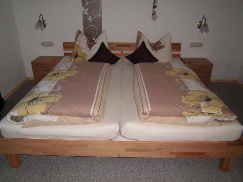 Ein Bett oder Betten in einem Zimmer der Unterkunft Ferienwohnung Kollmaier Otto