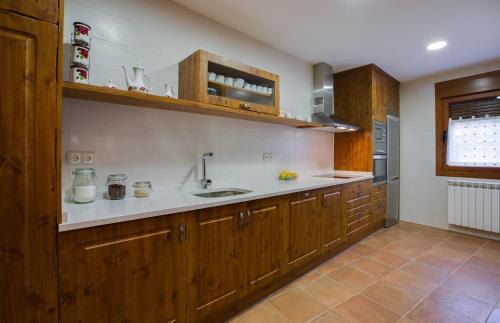 Una cocina o zona de cocina en Casa Rural O Fraginal