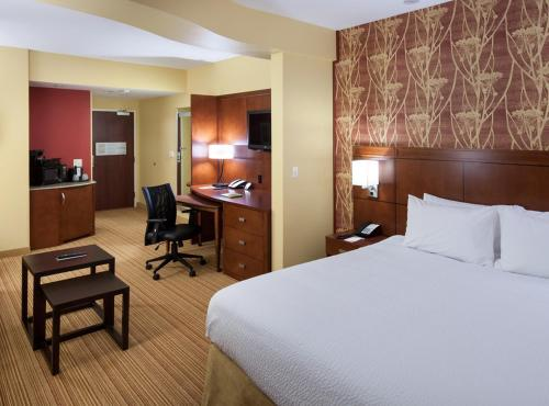 A bed or beds in a room at Courtyard by Marriott Houston NASA Clear Lake