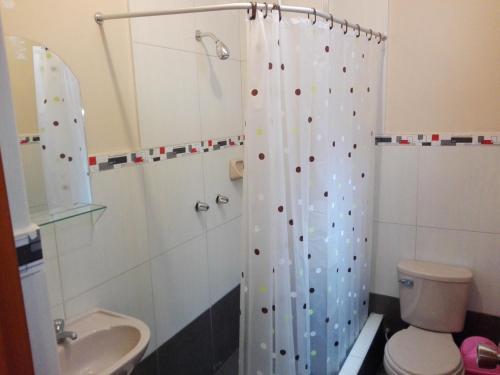 Salle de bains dans l'établissement Nasca Travel One Hostel