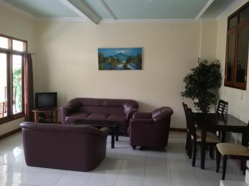A seating area at Villa Tjokro