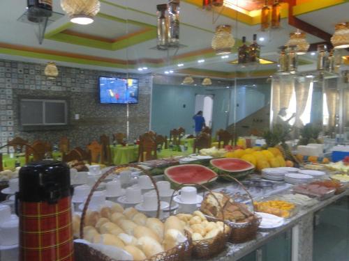 Un restaurante o sitio para comer en Hotel Farol da Barra