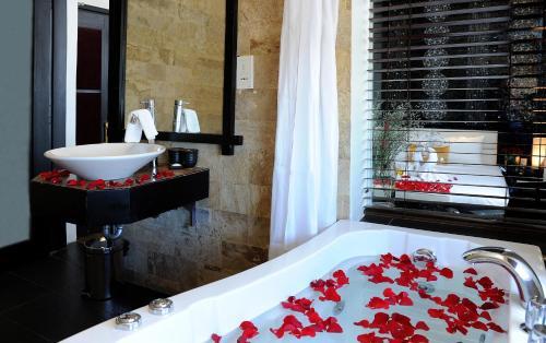 Ein Badezimmer in der Unterkunft Orchid Hotel