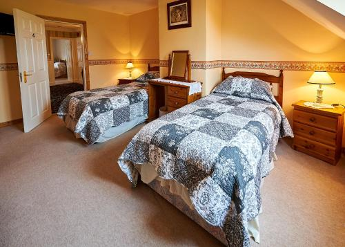 A bed or beds in a room at Ballykisteen Lodge