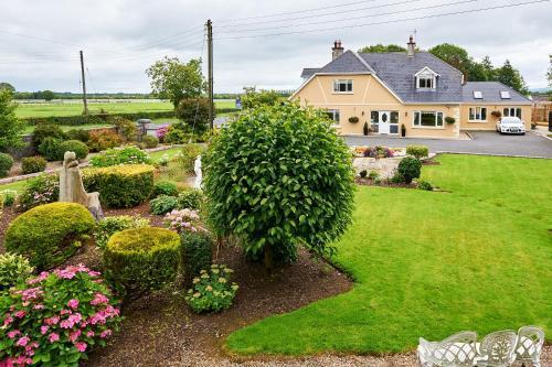 A garden outside Ballykisteen Lodge