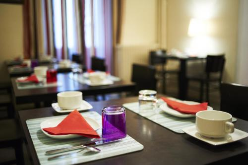 A restaurant or other place to eat at Hotel Le Petit Duquesne