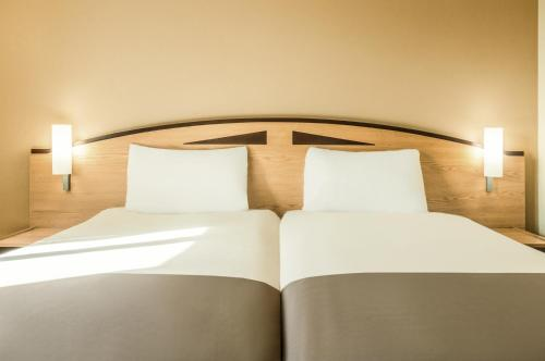 A bed or beds in a room at ibis Wellingborough