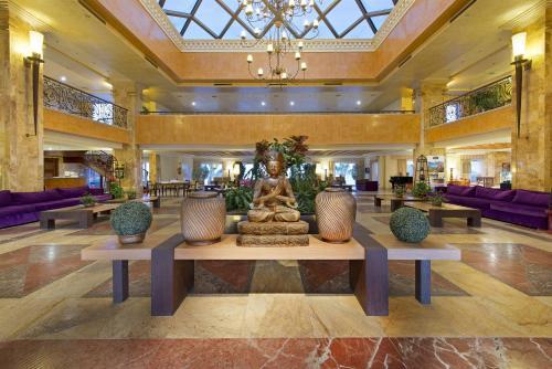 El vestíbulo o zona de recepción de Elba Estepona Gran Hotel & Thalasso Spa