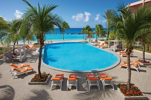 Het zwembad bij of vlak bij Sunscape Curacao Resort Spa & Casino