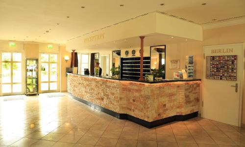 The lobby or reception area at Seehotel Zeuthen