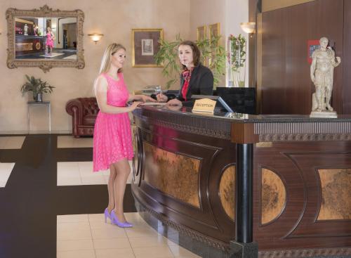 Лобби или стойка регистрации в Hotel Caesar Prague