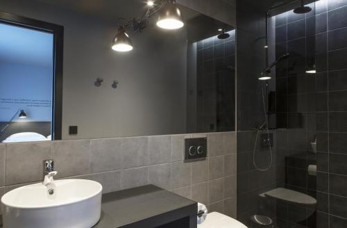 A bathroom at Skuggi Hotel by Keahotels