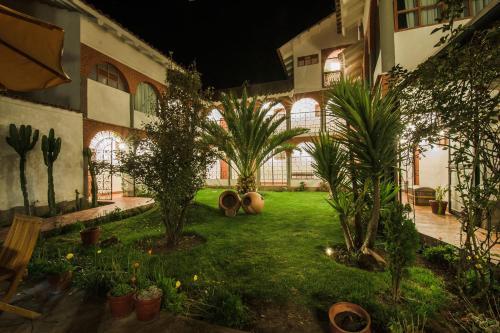 Сад в Wilkamayu Hotel