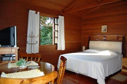 A bed or beds in a room at Pousada Refugio do Serrano