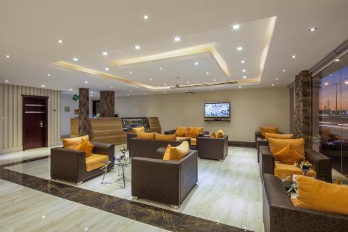 O saguão ou recepção de Burj Alhayah Hotel Suites Alfalah