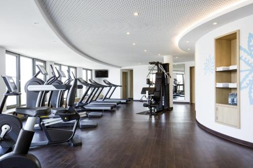The fitness centre and/or fitness facilities at Novotel Nuernberg Centre Ville