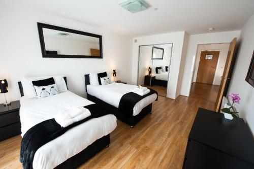 A bed or beds in a room at Dream Apartments Dundee