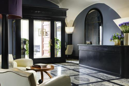 The lobby or reception area at Hotel Balestri