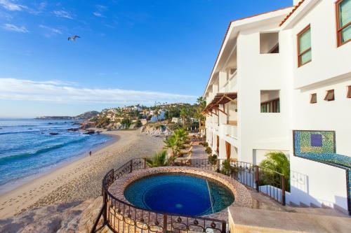 A piscina localizada em Cabo Surf Hotel ou nos arredores