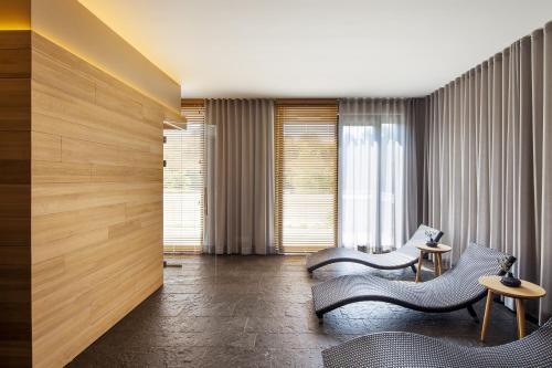 A seating area at Fürstenfelder Hotel