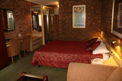 Кровать или кровати в номере Countryman Motor Inn