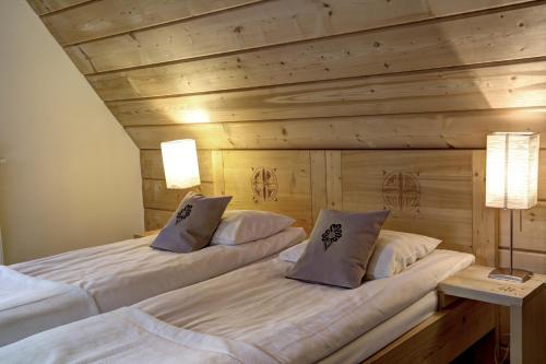 Łóżko lub łóżka w pokoju w obiekcie Willa Czarniakówka