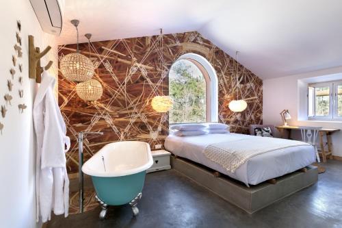 A bathroom at Luz Charming Houses