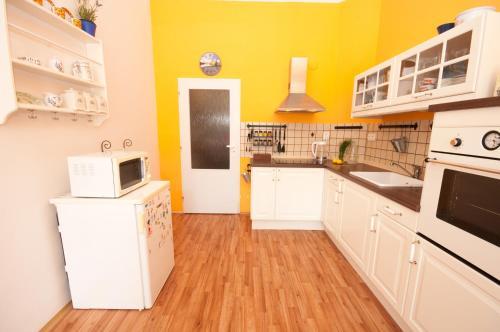 Küche/Küchenzeile in der Unterkunft City Center Apartments