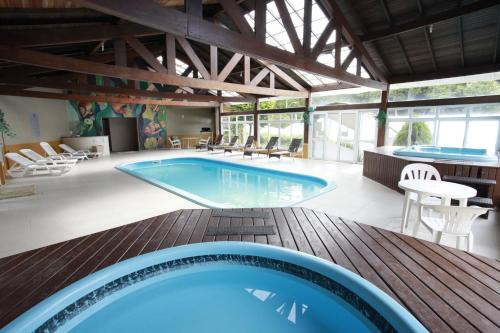 The swimming pool at or near Hotel Sky Ville Canela