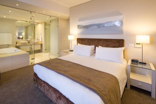 A bed or beds in a room at Lawhill Luxury Apartments - V & A Waterfront