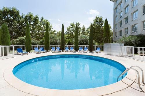 Het zwembad bij of vlak bij Novotel Suites Montpellier Antigone