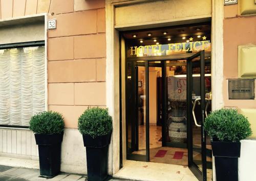 The facade or entrance of Hotel Felice