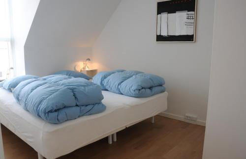 En eller flere senge i et værelse på Hotel Strandvejen Apartment 3