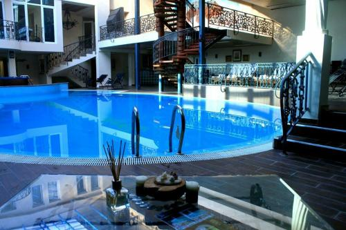 The swimming pool at or near Hotel Princi i Arberit