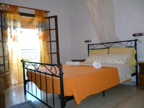 A bed or beds in a room at Villa Helen