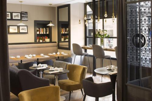 A restaurant or other place to eat at Hotel De Nemours Rennes