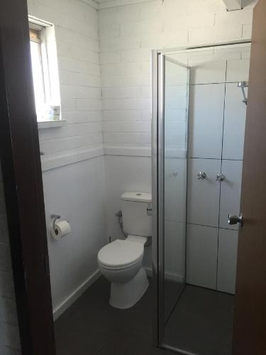 A bathroom at Thomas Lodge Motel