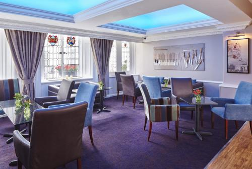 A restaurant or other place to eat at Lancaster Gate Hotel