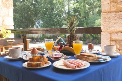 Colazione disponibile per gli ospiti di Odyssey Villas