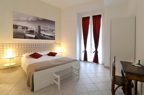 A bed or beds in a room at Santi e Saraceni