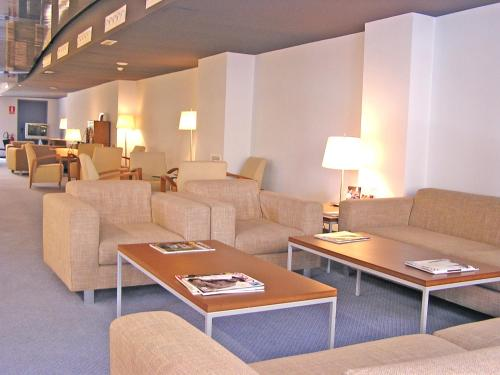A seating area at Hotel Murrieta