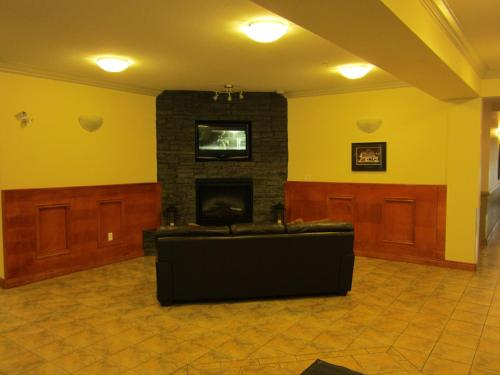 The lobby or reception area at Trend Mountain Hotel & Conference Centre
