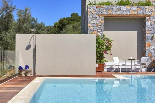 Piscina di Mystery Skiathos Luxury Residence o nelle vicinanze