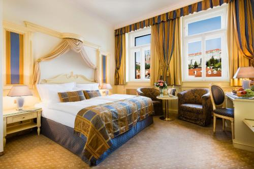 A bed or beds in a room at Luxury Family Hotel Royal Palace