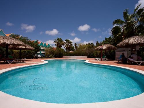 The swimming pool at or close to Vista Marina